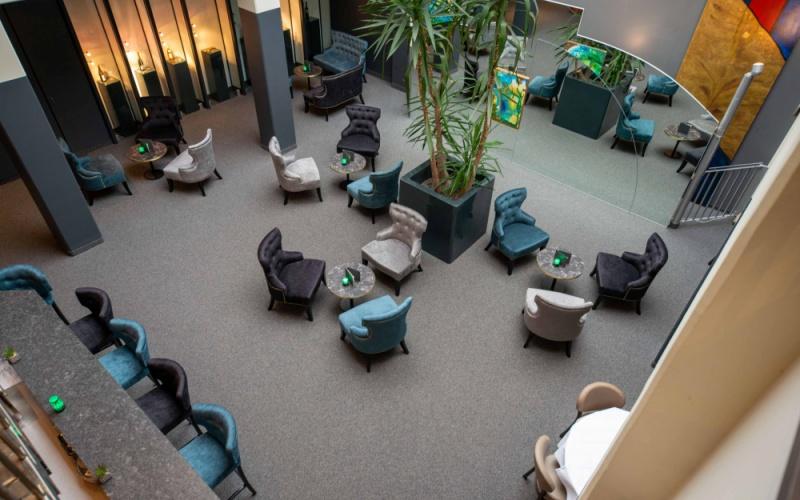 -Elegante Lounge in harmonischer Farbgebung